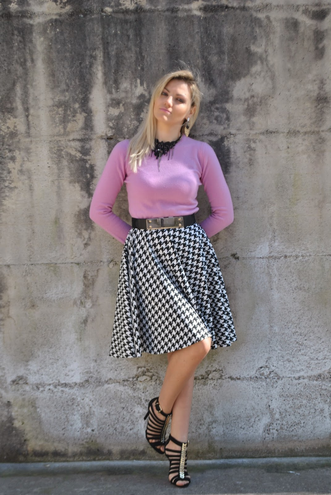outfit gonna a ruota outfit pied-de-poule outfit gonna pied-de-poule outfit maglione cachemire lilla outfit gonna e maglione orecchini majique sandali schutz mariafelicia magno color-block by felym blog di moda blogger italiane di moda mariafelicia magno fashion blogger colorblock by felym come abbinare il colore lilla come abbinare la stampa pied-de-poule outfit invernali donna outfit marzo 2015 how to wear round skirt how to wear sweater and skirt abbinamenti gonna a ruota schutz sandals girl blonde girls blonde hair fashion bloggers italy italian girls blonde girls cachemire sweaters winter outfits  elegant winter outfits outfit invernali gonna eleganti