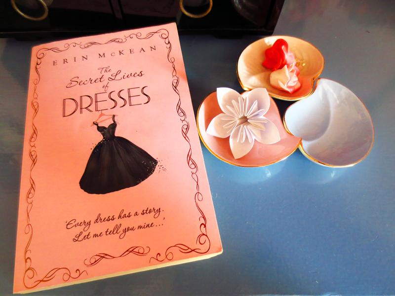 Kläder i chic lit The Secret Lives of Dresses