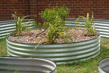 Diy raised garden beds for Circular raised garden bed ideas
