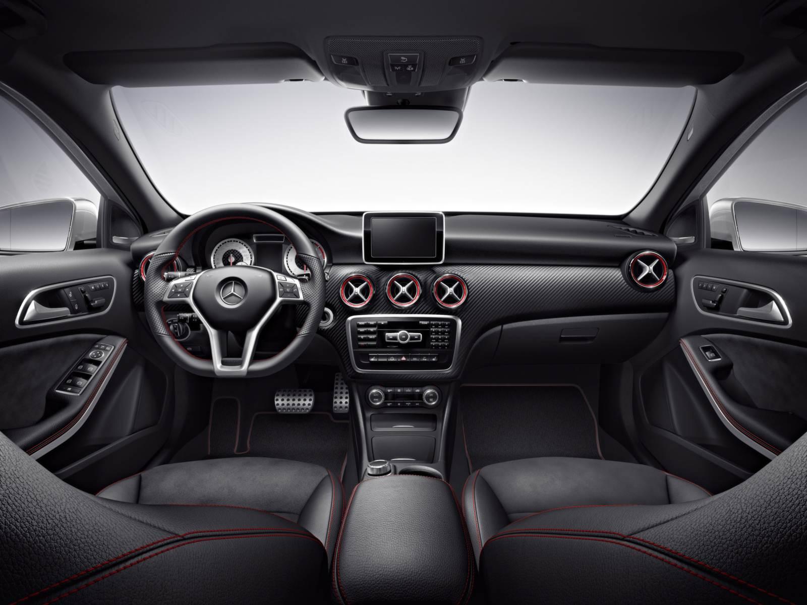 Mercedes-Benz A250 Turbo Sport x VW Golf GTI