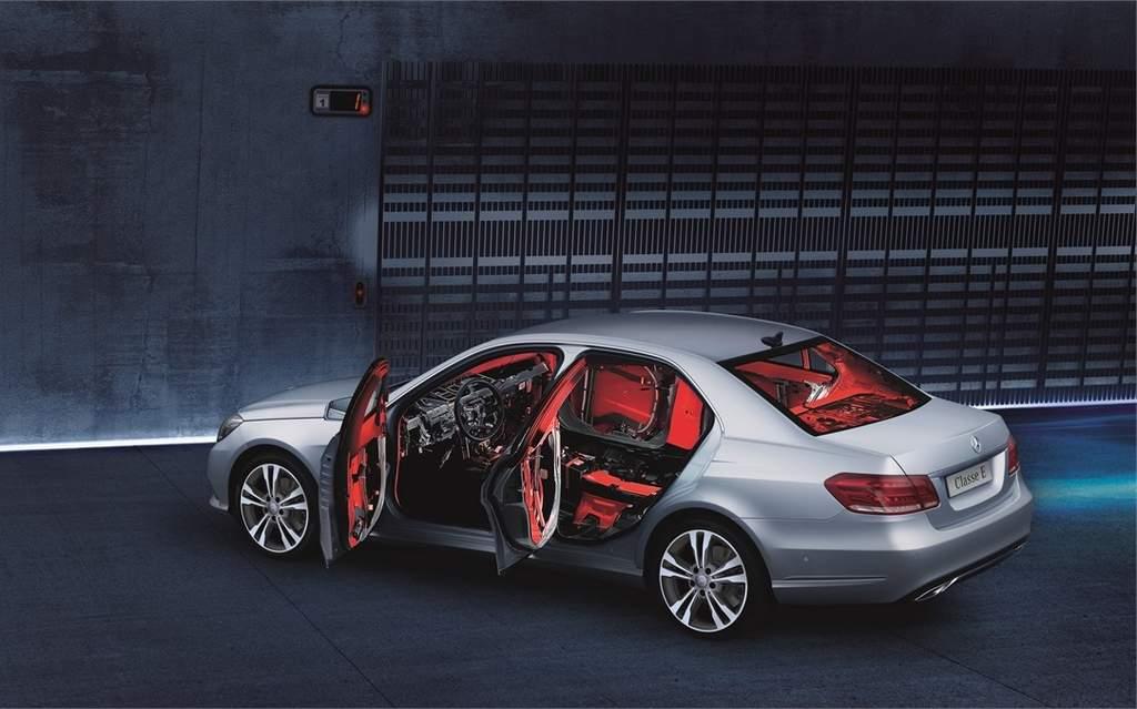 Mercedes-Benz E250 VR4 - Blindado de fábrica
