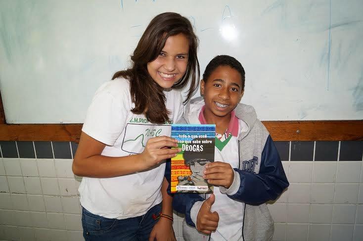 Os alunos Mariana Oliveira e Lucas de Souza se tornaram agentes replicadores com combate às drogas