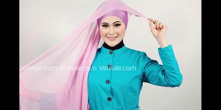 Kreasi Jilbab Segiempat Warna Pink