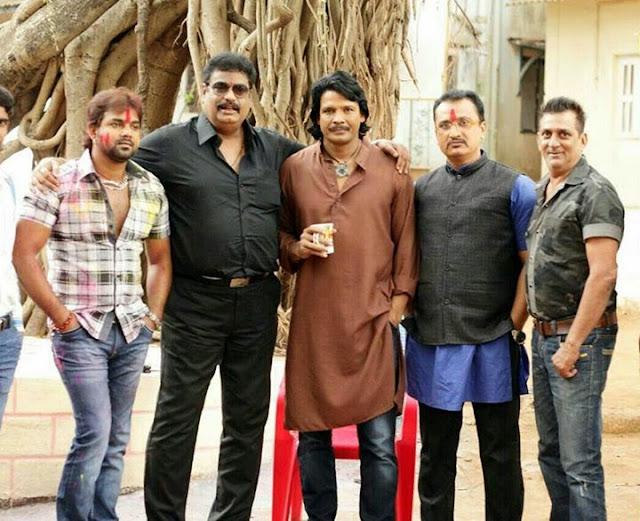 Sujit Tiwari, Awadhesh Mishra, Pawan Singh and Viraj Bhatt at Sangram Shooting Photos