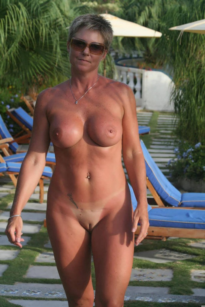 Aged amateur lady extremly hairy pussy self exam 3