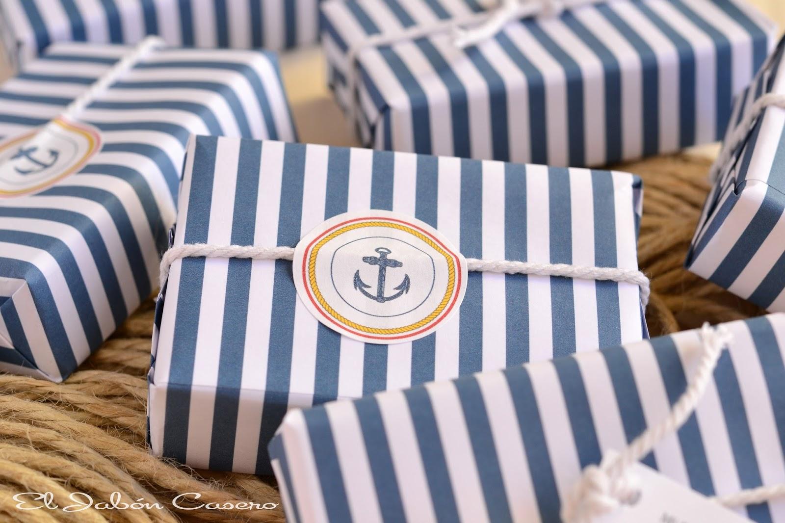 Estilo marinero en azul y blanco para detalles de comunion