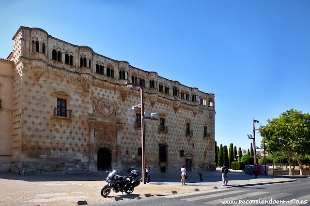 Fachada del palacio del Infantado, Guadalajara