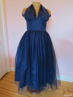 Klänning StinaP tyll blå halterneck
