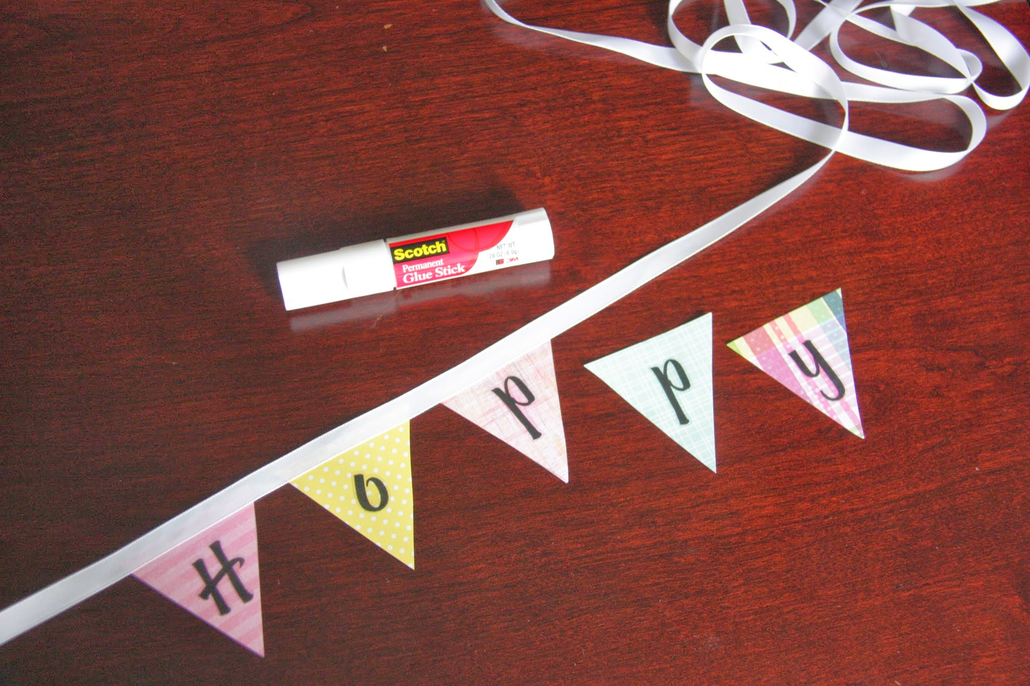 How to make a paper flag banner