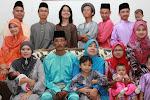 keluarga kedua saya, mak dan abah..