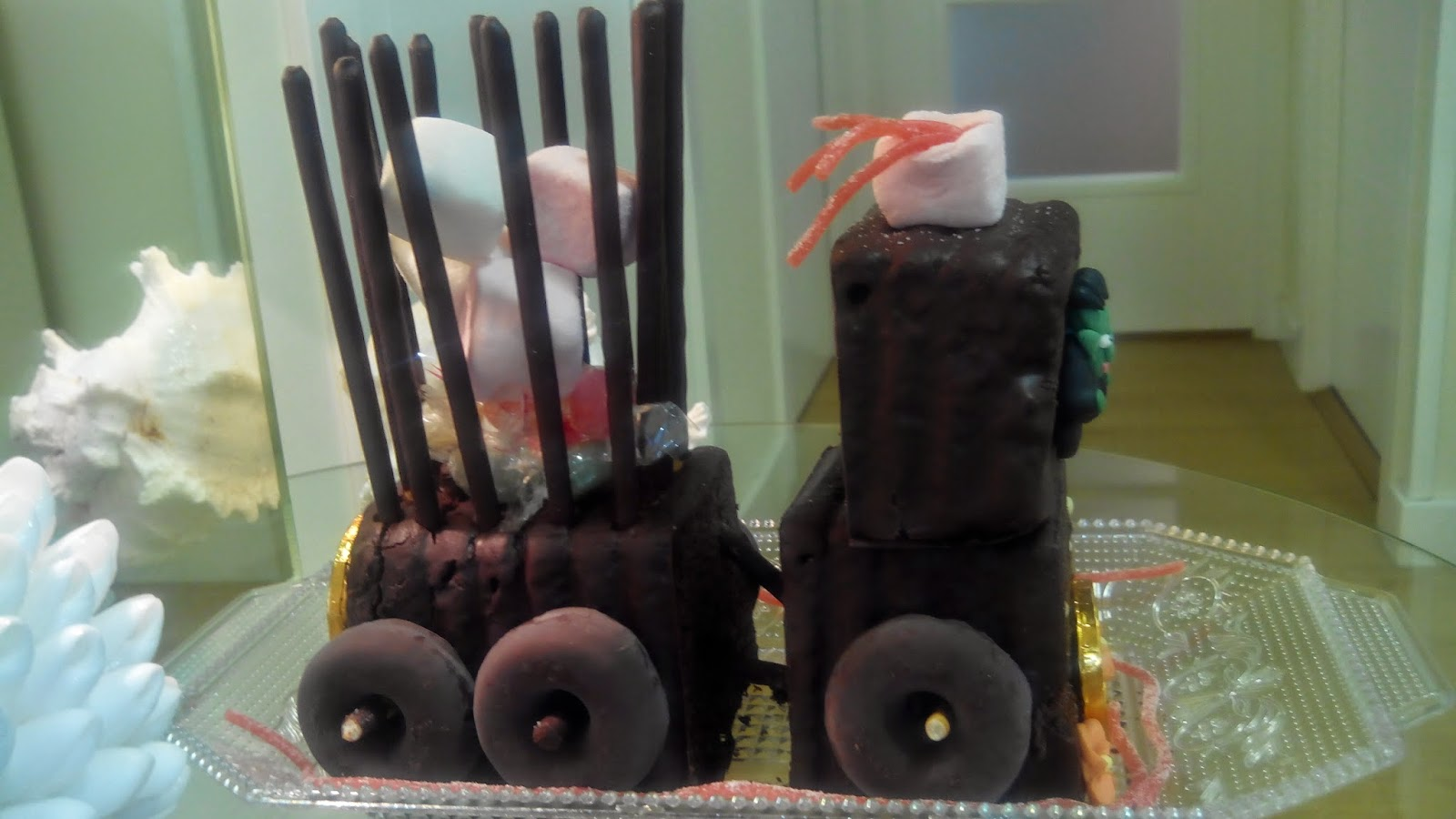 Tara tren de chocolate, Tarta tren, tarta niños, tarta divertida, tarta forma, tarta, chocolate, tren, tarta graciosa,tarta Halloween, Hallowenn