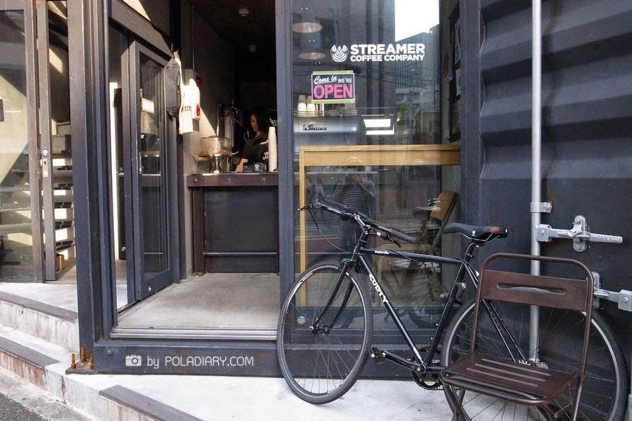 01-Hiroshi-Sawada-Barista-Streamer-Coffee-Company-Container-Building-www-designstack-co