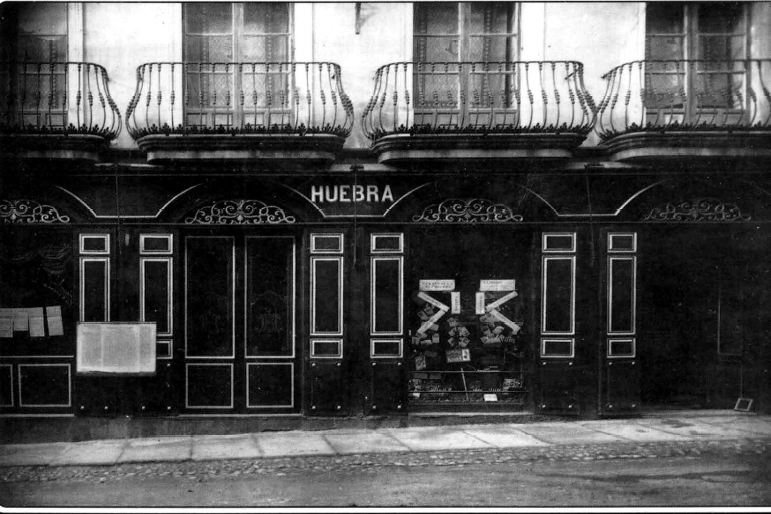 Muebles Huebra en la calle San Pablo, Luis Gonzalez de la Huebra