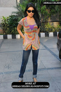 Shriya Saran hot curve show