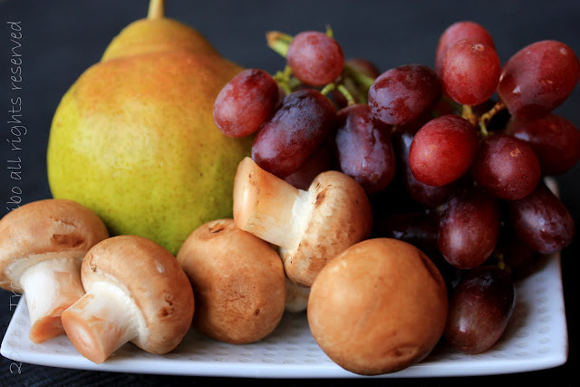 insalata, pere, uva, feta, pancetta, noci brasiliane