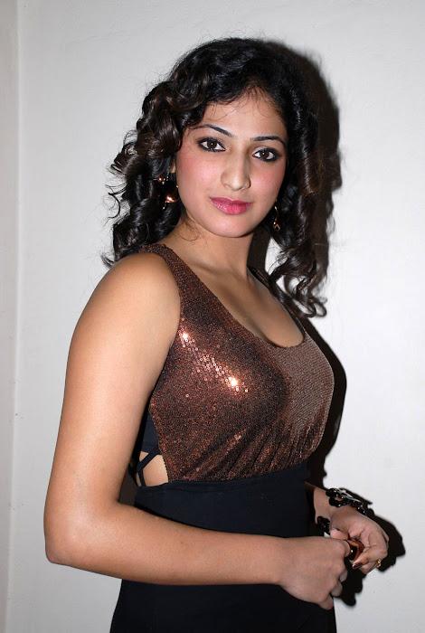 hari priya at pilla zamindar audio event, hari priya spicy actress pics