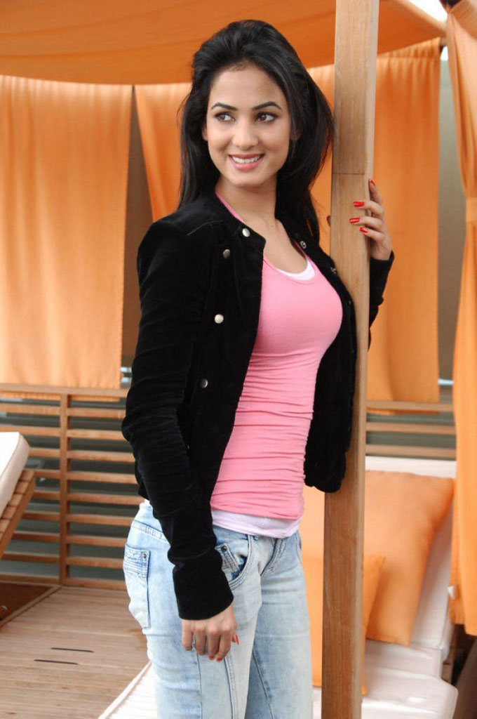 Actress Sonal Chauhan Images Bollywood Pictures