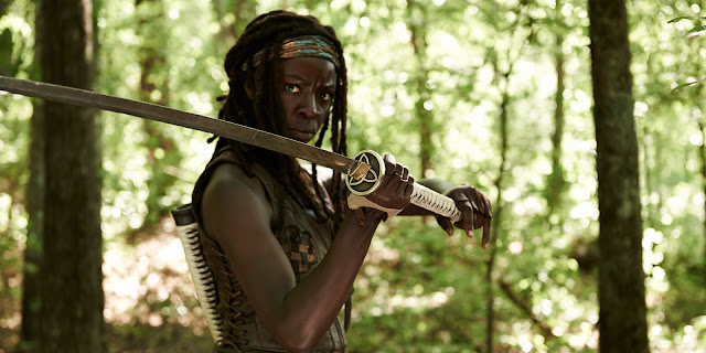 How do they do it - 'TWD' Michonne slicing zombie heads