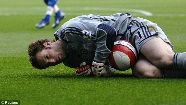 Lapercygo : Why does Petr Cech wear a head gear or helmet?