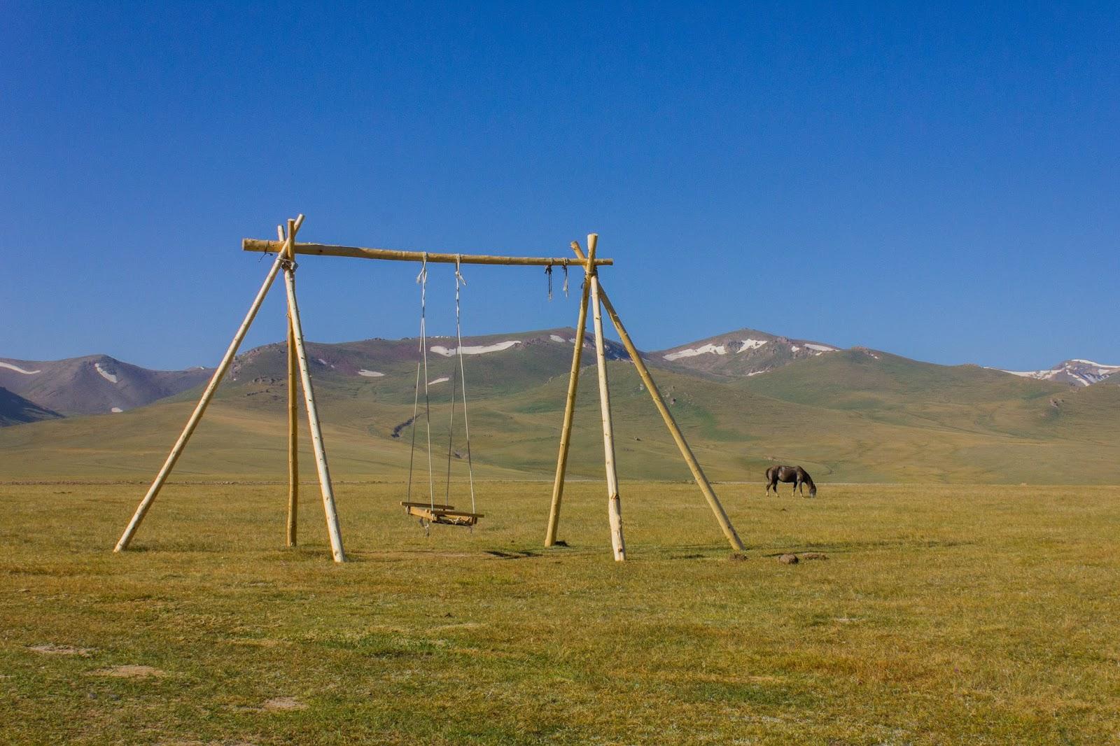 Кыргызские горы, Сон-куль, Качели