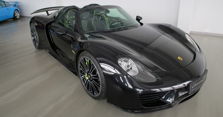 here 39 s another porsche 918 spyder being sold at a massive premium. Black Bedroom Furniture Sets. Home Design Ideas