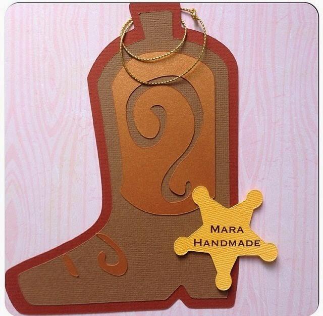 en forma de bota de vaquero con detalles en 3d si es para una hembra