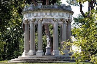 Templete de Baco en El Capricho de Madrid. Fotografía de Daniel Salvador