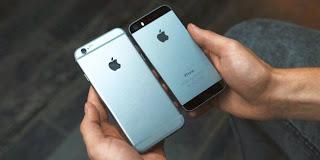 A gauche, l'iPhone 6 de 4,7 pouces comparé à l'iPhone 5s de 4 pouces.