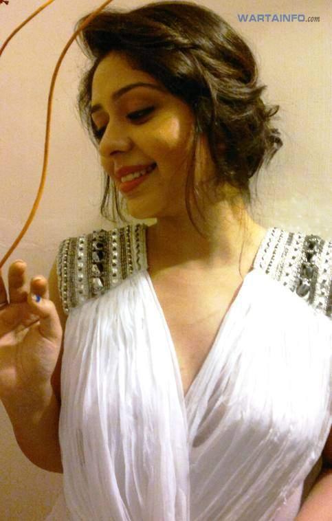 Foto Hot Seksi Neha Sargam Artis Pemeran Dewi Sinta di Serial Ramayana ANTV