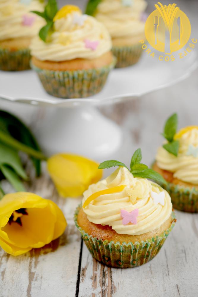 Cupcakes z mango i pomarańczą