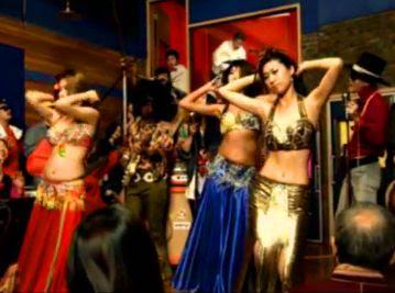 UV Tralala 트랄라 belly dancers