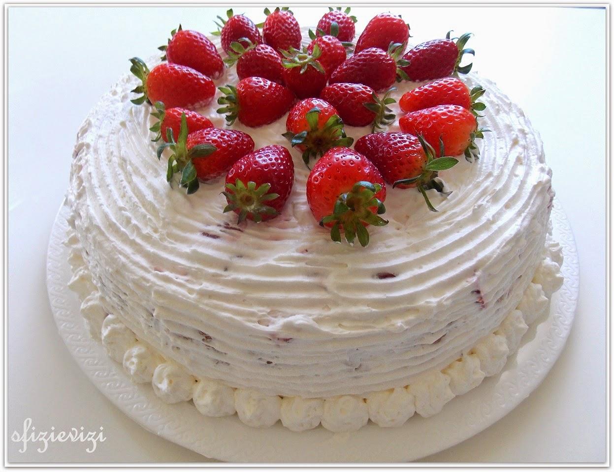 torta evergreen per la nonna - panna e fragole - ricetta con panna di soia
