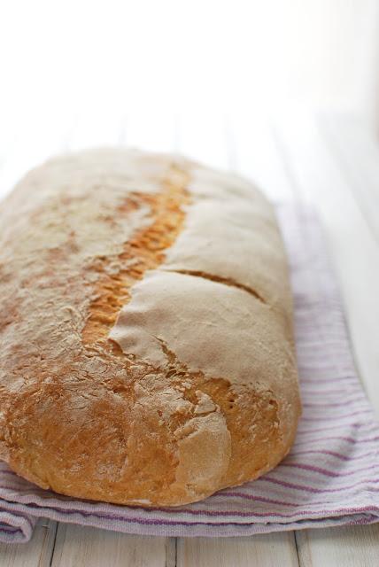 pane toscano 'sciocco'