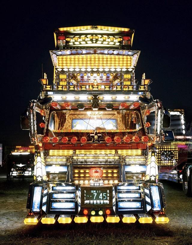 Satoshi Minakawa decorated truck