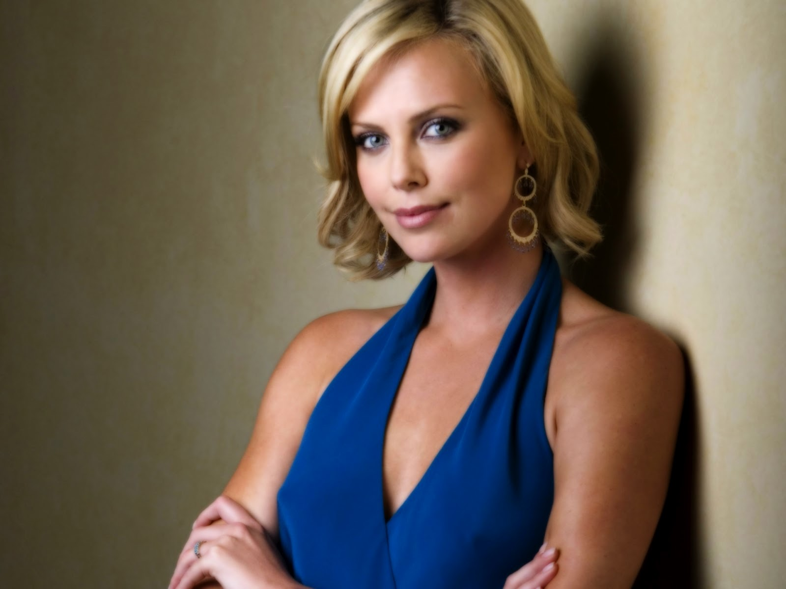 wallpaperstopick: Charlize Theron Charlize Theron