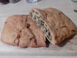 rotolo di pane imbottito alle verdure