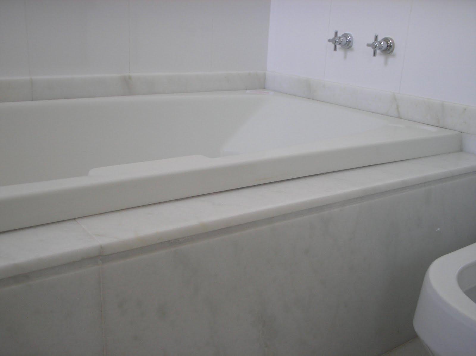 Pedras Decorativas: BANHEIRA COM MÁRMORE BRANCO ESPIRITO SANTO #60626B 1600x1197 Banheiro Com Banheira Verde