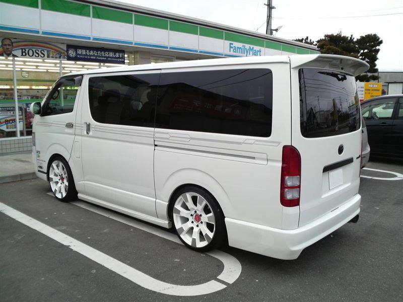 Car Images: Toyota Hiace