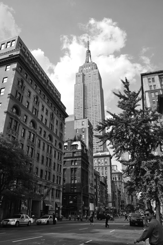 Barrabés, C.  (Fotógrafo). 2012. Empire State, NY. (Fotografía). New York. Blog. 26 de Octubre de 2013. De: http://claudiobarrabes.blogspot.com.es/