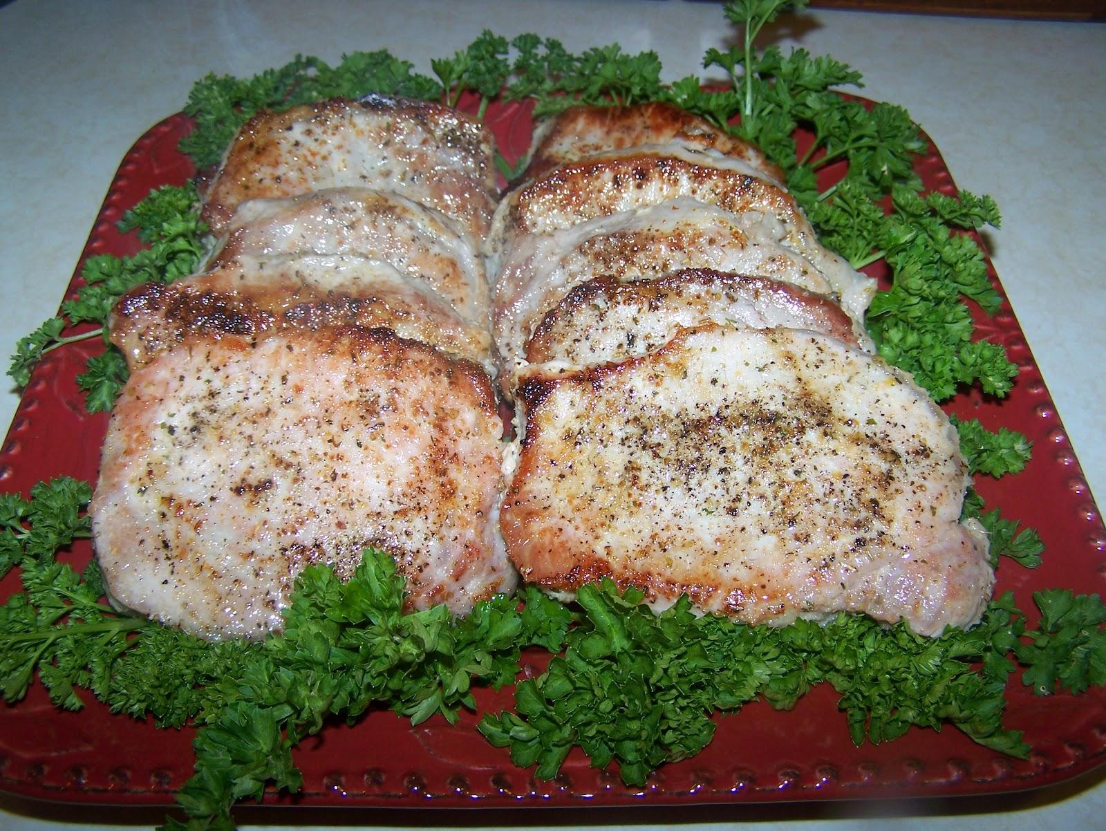 TheKitchenCookie: Easy Pan Seared Pork Chops