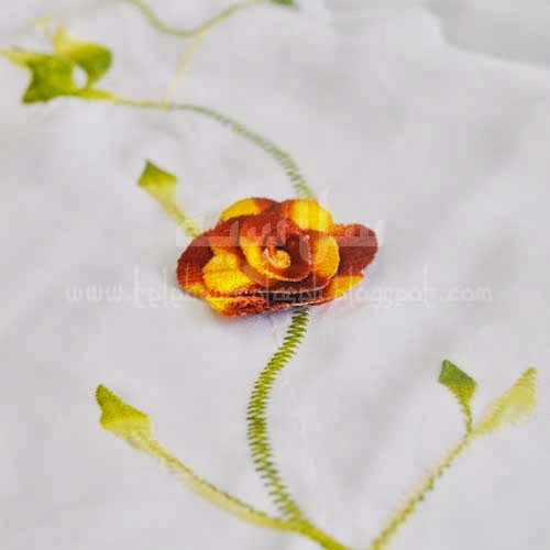 Telekung Vietnam bunga oren-coklat / daun hijau-kuning sulam bunga timbul
