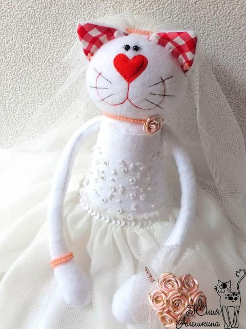 Игрушка кошечка невеста