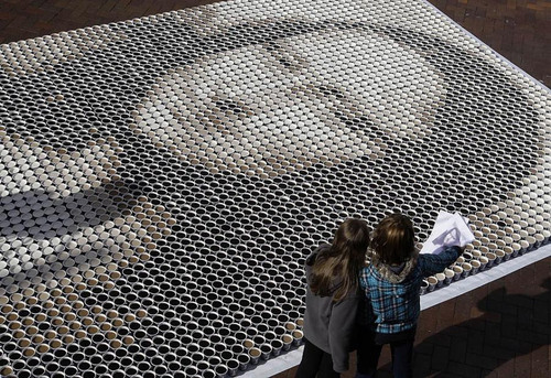 Mona Lisa Picture in Sydney with Coffee Cups