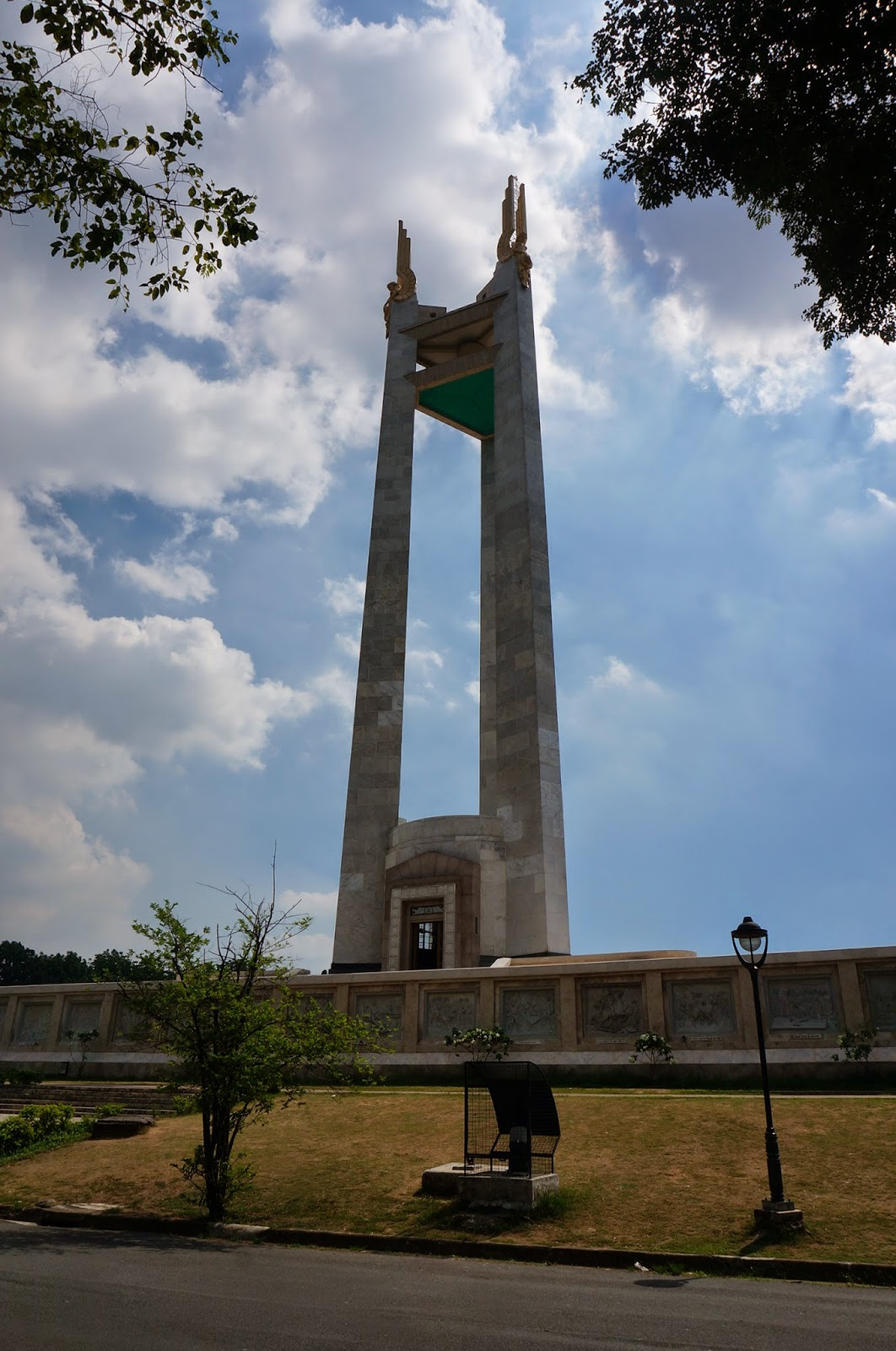 quezon memorial circle essay Overview of the city manila is the capital city of the philippines, an archipelago of more than 7,000 islands in southeast asia, located south of taiwan and hong kong, east of vietnam, north of indonesia, malaysia and singapore.