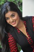 Yamini bhaskar glam pics-thumbnail-13