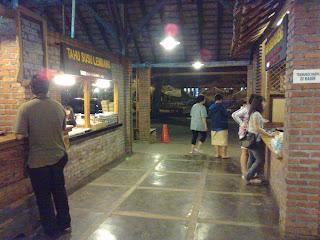 Area masuk food court -