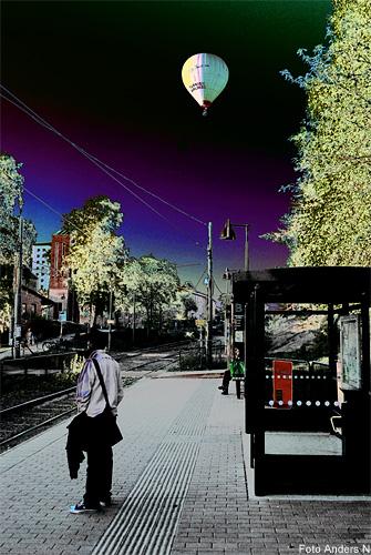 luftballong, kortedala, spårvagnshållplats, allhelgonakyrkan, foto anders n