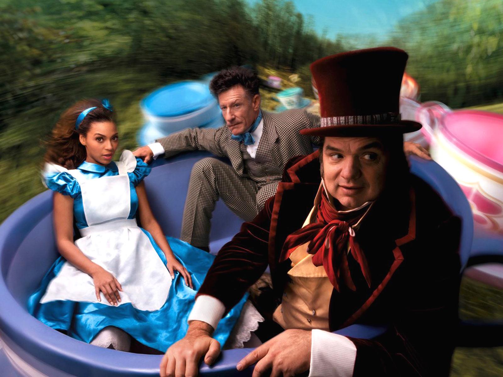 http://2.bp.blogspot.com/-LkfzmxUtHZs/TVf12CqkuJI/AAAAAAAABCE/SqEaeSlXjEE/s1600/Scarlett_Johansson_and_David_Beckham_as_Cinderella_-_Sleeping_Beauty_s_prince.jpg