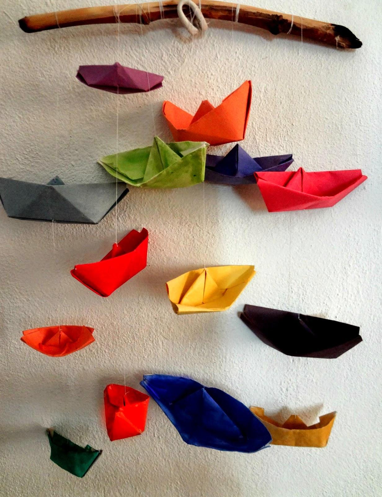 http://thelittletreasures.blogspot.gr/2014/07/driftwood-hanger-for-paper-boats.html