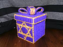 Caja bordada Maguen 10 x 10 ctms.